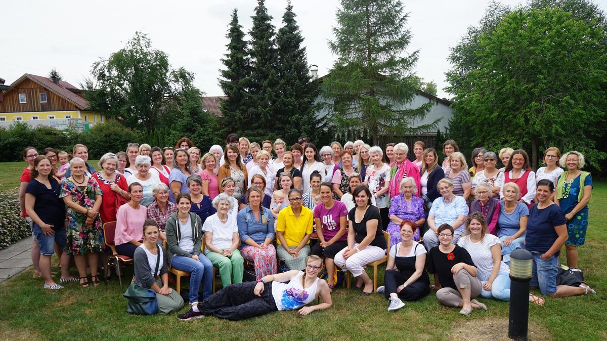 Gruppenfoto der Teilnehmerinnen am Salzburger Schwesterntag