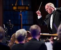 """Chefdirigent Mack Wilberg, der Tabernakelchor und das Orchester am Tempelplatz bei der Aufführung von Händels """"Messias"""" am 24. März 2016 im Tabernakel in Salt Lake City"""