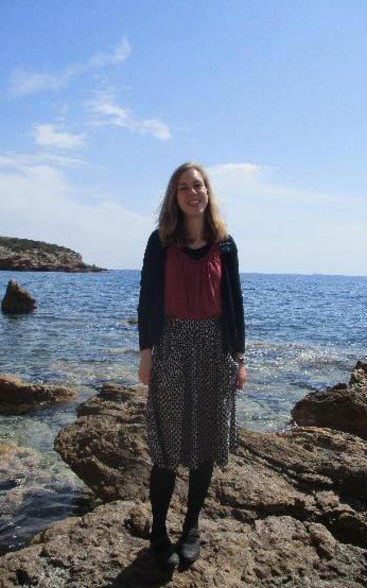 Sister Sara Lehmann diente in einem Land mit einer besonderen Geschichte und Landschaft, das Foto entstand etwas außerhalb von Athen.