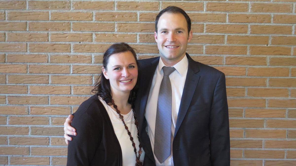 Bischof Elischa Grünauer mit seiner Frau Deborah.