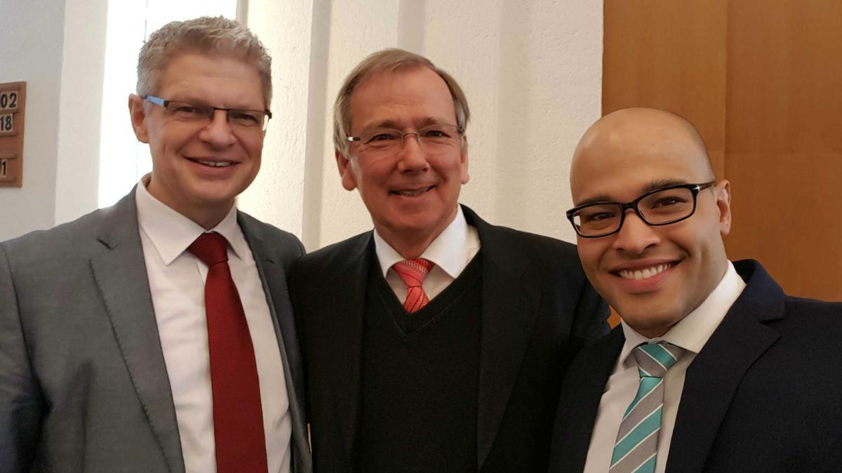 Bischof Gerhard Egger mit seinen beiden Ratgebern Marcus Schmidt (links) und Victor Duarte (rechts)