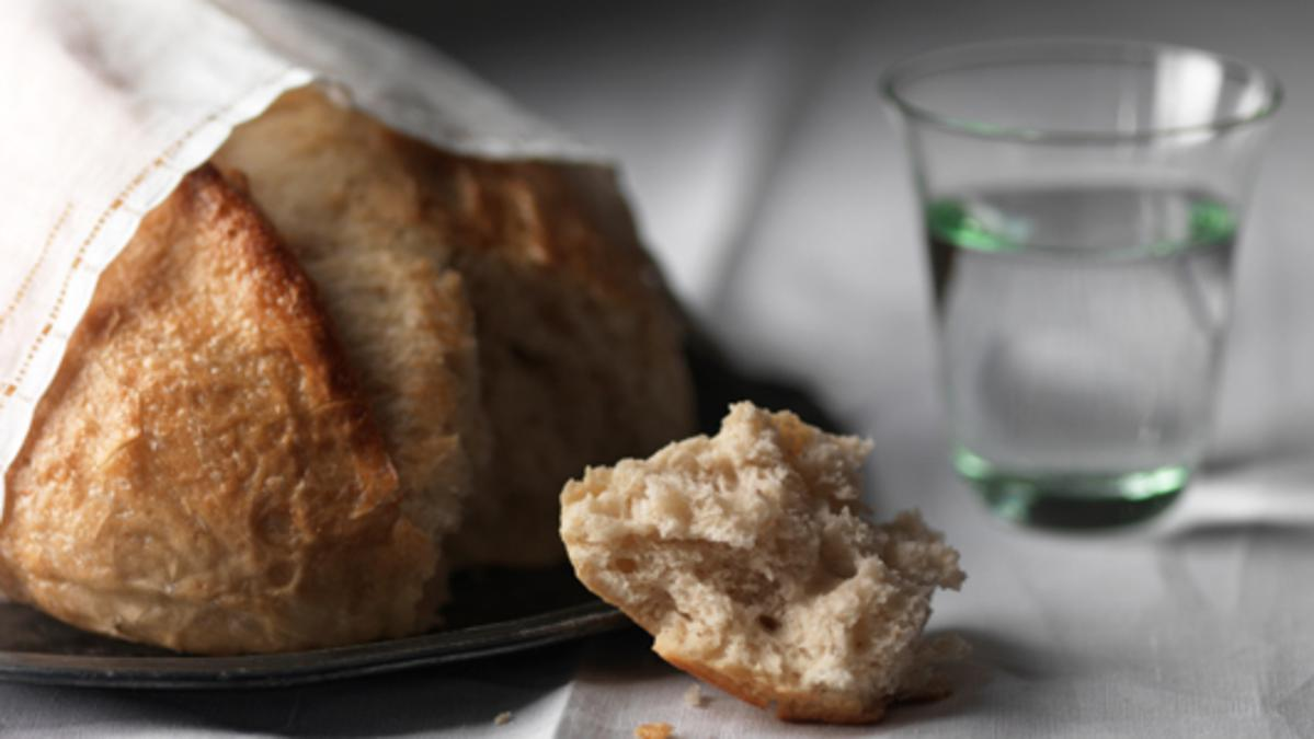 Brot und Wasser als Symbole für den Leib und das Blut Jesu Christi