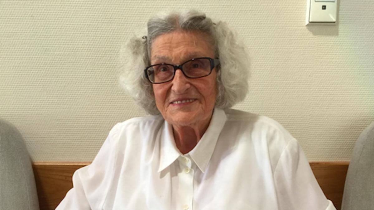 Eine 94jährige Schwester wurde für ihre Opfer gesegnet