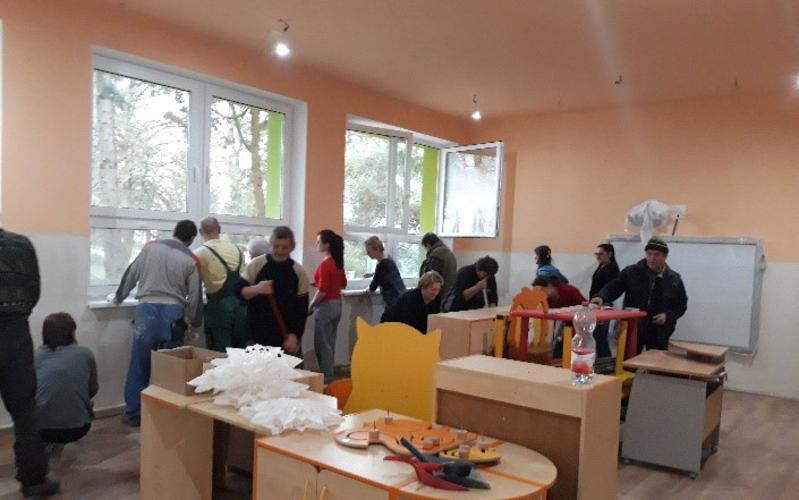 Die LDS Charities unterstützten Renovierungsarbeiten in einer slowakischen Schule.