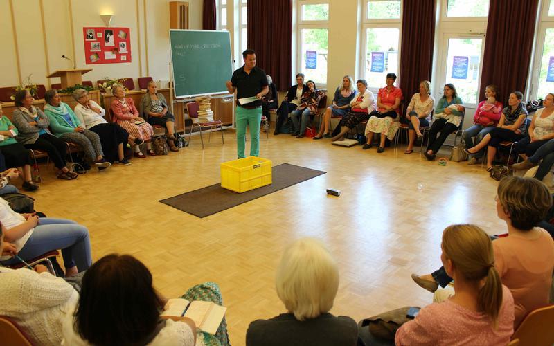 Im Gemeindehaus Salzburg-Flachgau findet der alljährliche Schwesterntag des Pfahles Salzburg statt, an dem die Frauen der Kirche an interessanten Workshops und Schulungen teilnehmen können.