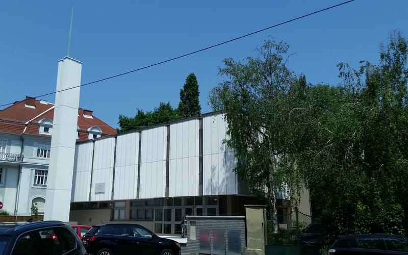 Vorderansicht des Österreichischen Kirchenzentrums in der Böcklinstraße 55 im 2. Wiener Gemeindebezirk