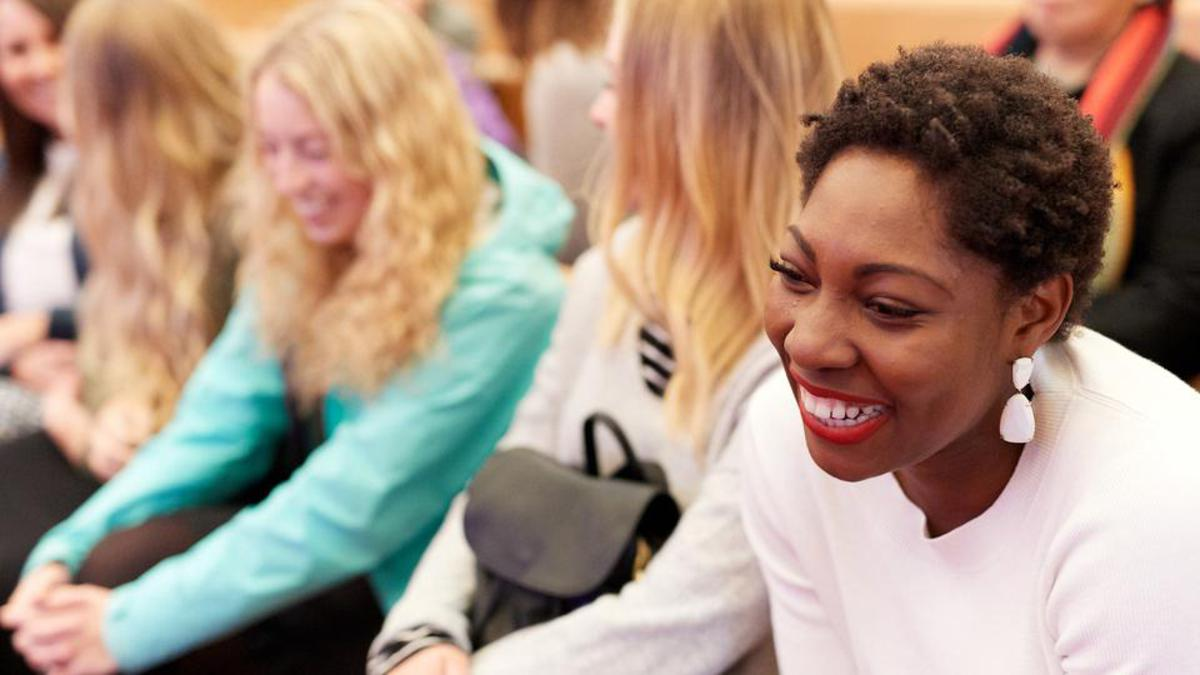 Viele Frauen haben sich abends am 23. September 2017 zur ersten Versammlung der Generalkonferenz, der Allgemeinen Schwesternversammlung, in Salt Lake City in Utah zusammengefunden.