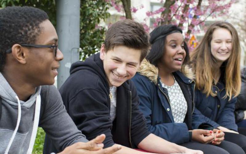 Jugendliche im Gespräch