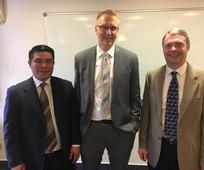 Die neue Bischofschaft der Wiener Internationalen Gemeinde: Johnny Banban, Bischof Darin Sorenson, Matt Meadows