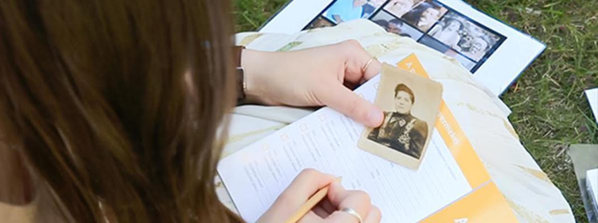 Anhand von alten Fotos kann man eine Beziehung zu den Vorfahren aufbauen.