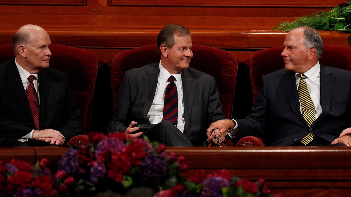 Starešina Ronald A. Rasband, starešina Gary E. Stevenson, in starešina Dale G. Renlund