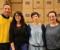 Člani Cerkve so v Lyonu v Franciji za begunce pripravili na tisoče paketov s higienskimi potrebščinami