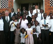 10 мисионара, 7 афричких држава, 6 афричких мисија – старјешина и сестра Роти