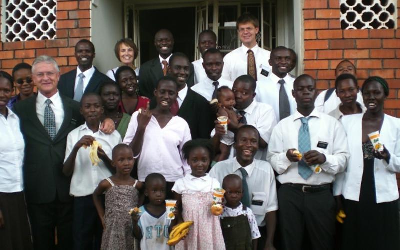 10 missionara, 7 Afričkih država, 6 misija u Africi - Starješina i Sestra Rothey