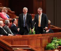 Sveci posljednjih dana podržavaju novo Prvo predsjedništvo na svečanom zborovanju