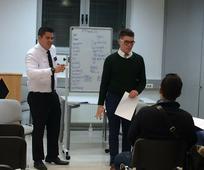 Angleška pogovorna skupina vodi mladega Bosanca, Roberta, do mednarodnega uspeha