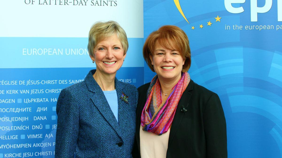 Sestra Jean B. Bingham govori na konferenciji Europskog Parlamenta
