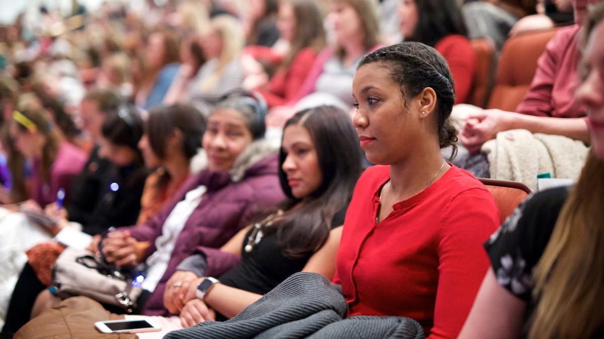 Чланови Цркве и пријатељи долазе из целог света да би лично присуствовали генералној конференцији.