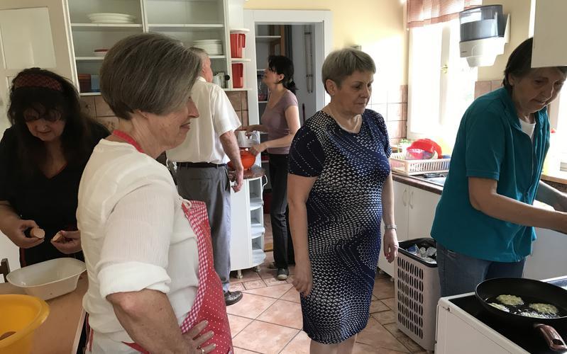 Новосадске мормонке учествују у гозби јела и забаве