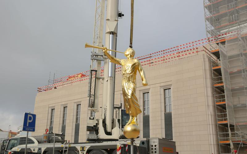 Ρίξτε το μάτι σας σε μια σπουδαία στιγμή της διαδικασίας οικοδόμησης των ναών