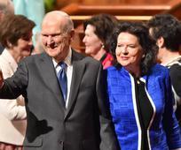 Председник и сестра Нелсон на глобалној турнеји служења