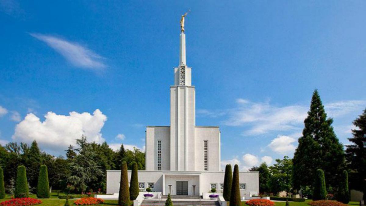Odnesite ime prednika v tempelj!