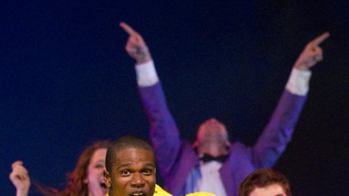Skupina Mladi veleposlanici Sveučilišta Brigham Young slavi 40 godina pjesme i plesa