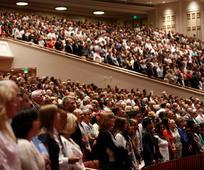 Generalno konferenco lahko gledate na lds.org in v zgradbah za bogoslužje po vsej Evropi