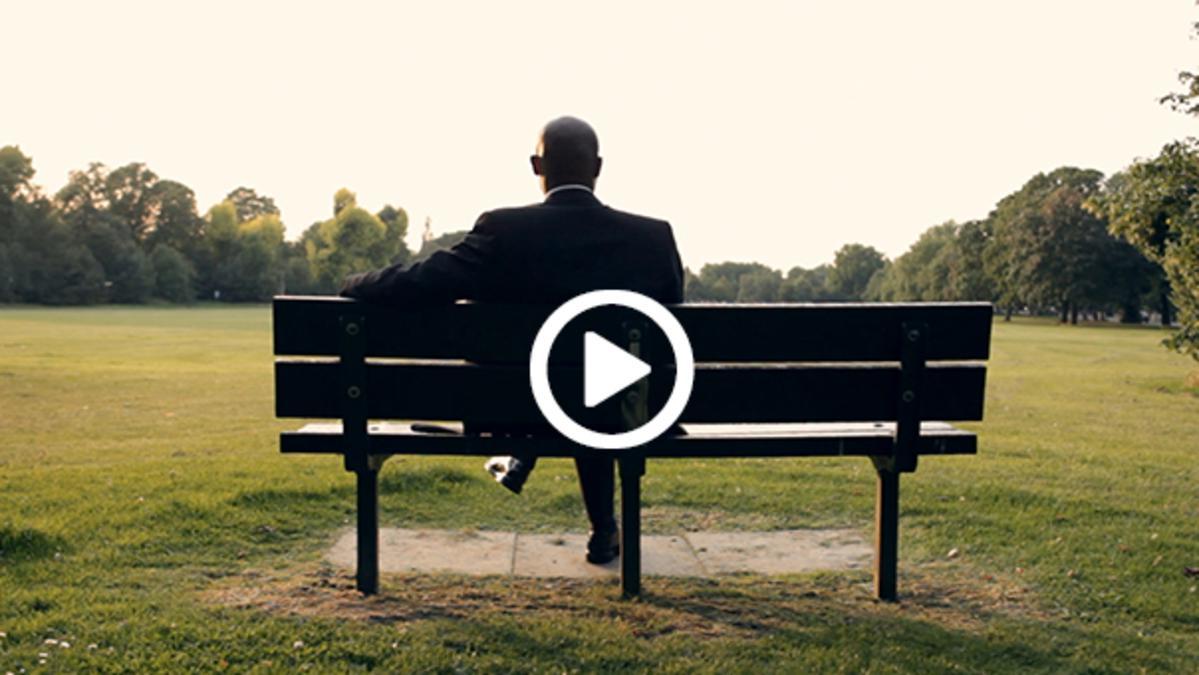 muž na lavičce