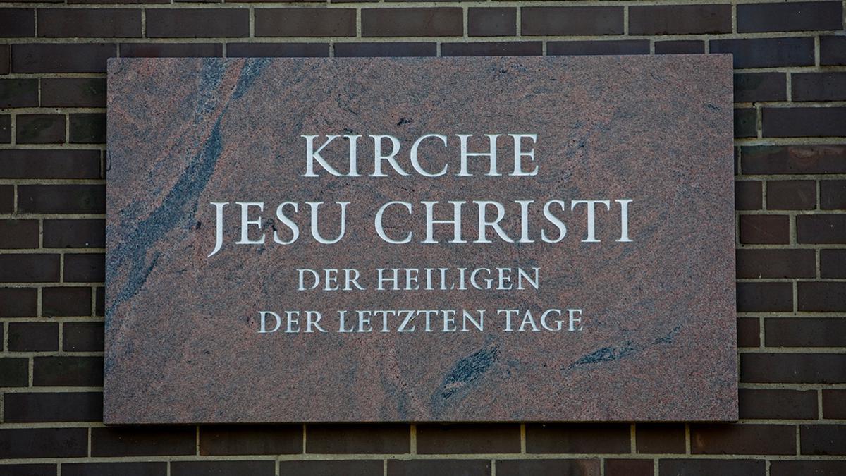 Ein Schild der Kirche Jesu Christi der Heiligen der Letzten Tage