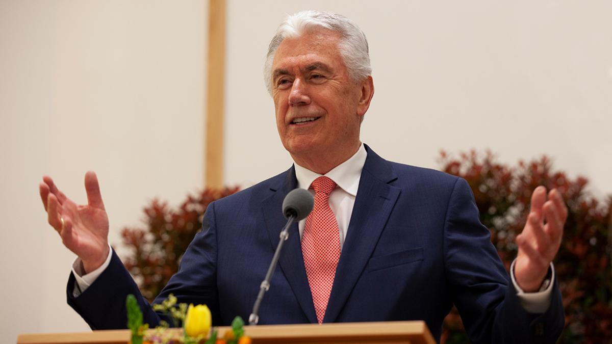 Elder Uchtdorf