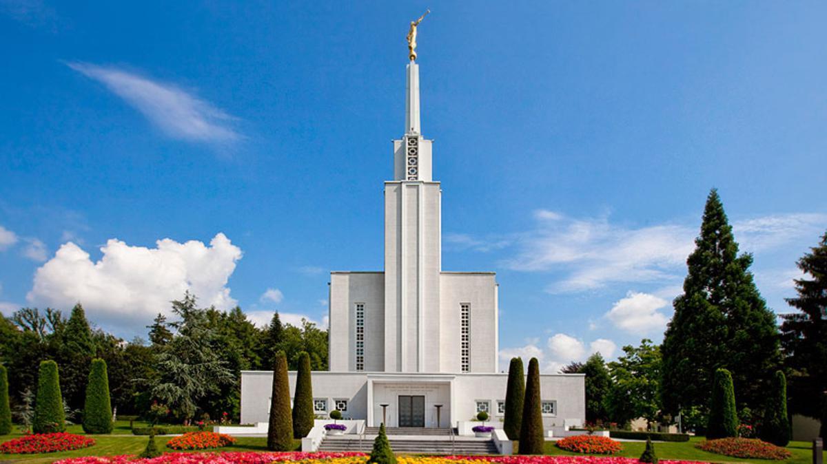 Il tempio svizzero di Berna della Chiesa di Gesù Cristo dei santi degli ultimi giorni fu il primo ad essere costruito in Europa. La sua dedicazione avvenne nel Settembre del 1955.