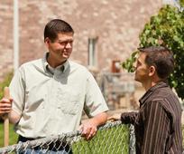 Über den Zaun mit dem Nachbarn reden