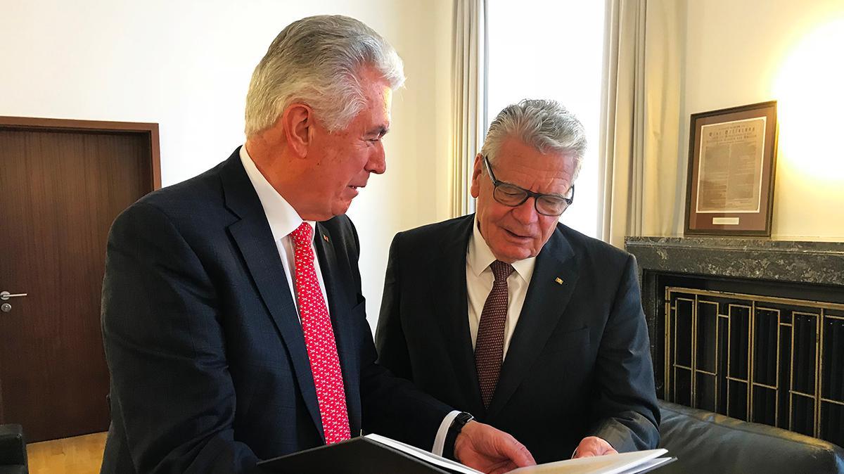 Elder Uchtdorf mit D. Joachim Gauck