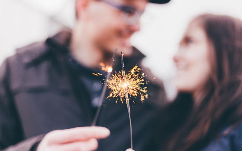 couple_firework_sparkle_smiling_holding_celebrating