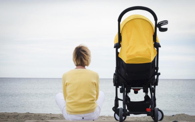 motherhood_baby_stroller_beach_yellow