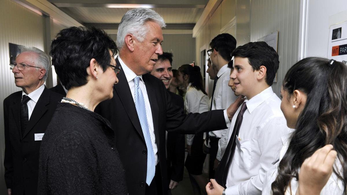 President Dieter F. Uchtdorf bezoekt Europa
