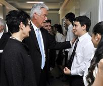 President Uchtdorf bezoekt de leden in Rome