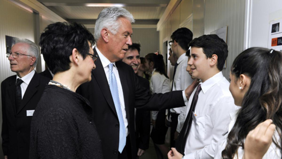 Preşedintele Dieter F. Uchtdorf vizitează Europa