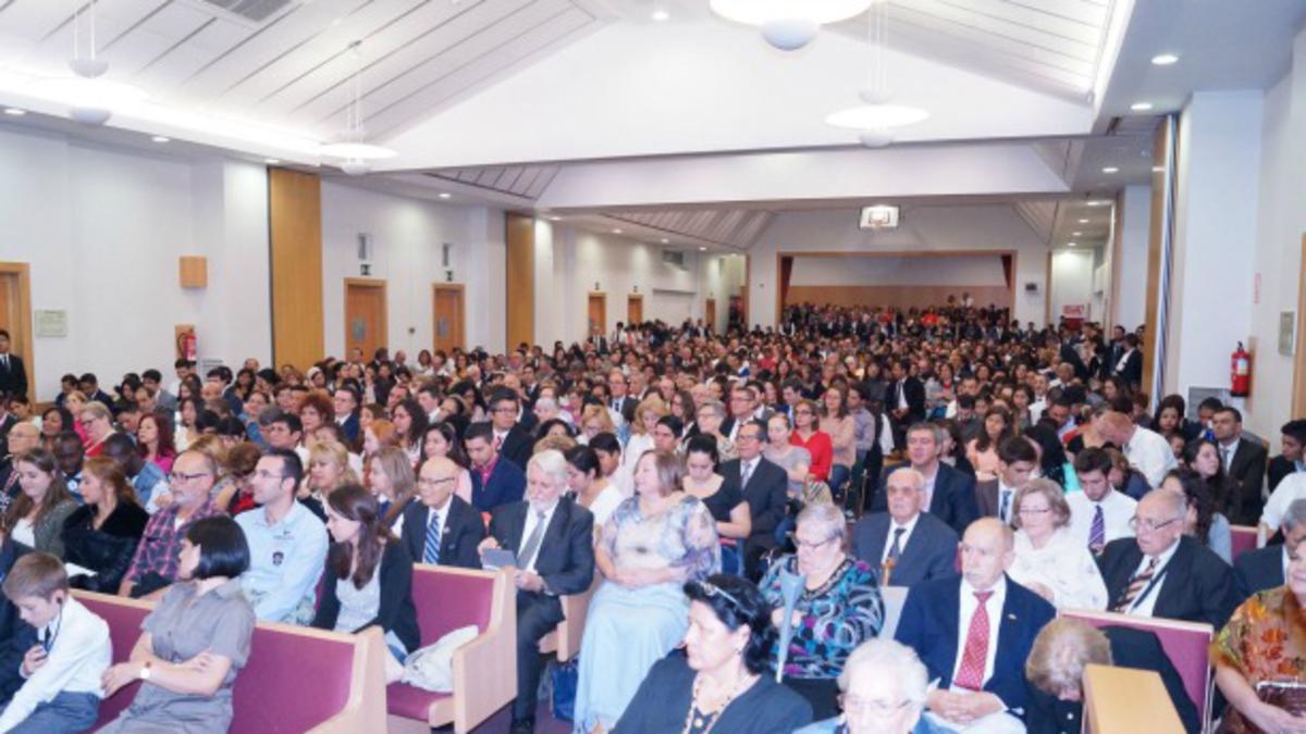 Elder Nelson addresses members in Barcelona, spain (edit).jpg