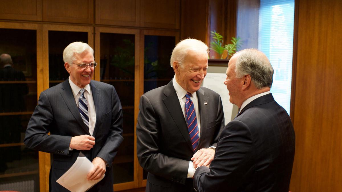 Podpredsednik Joe Biden ob obisku Tempeljskega trga prejme družinsko zgodovino