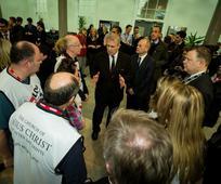 Принц Ендрју захваљује се волонтерима Мормонских руку помоћи