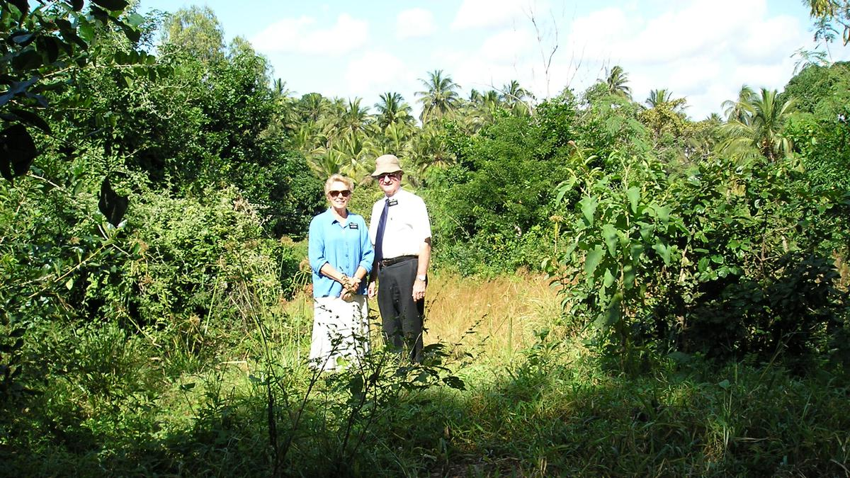 10 misionara, 7 afričkih zemalja, 6 afričkih misija - Starješina i Sestra Webster