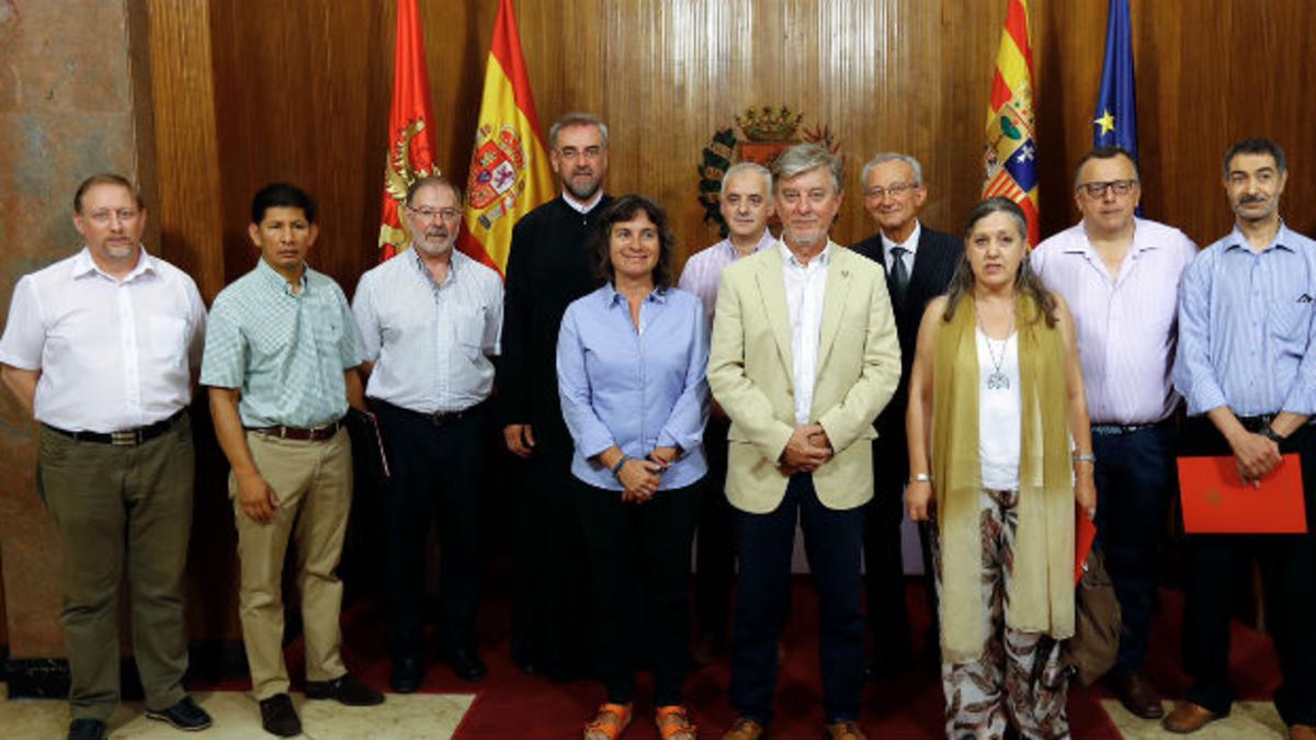 Grupo de representantes convocados a la mesa de diálogo interreligioso en Zaragoza.