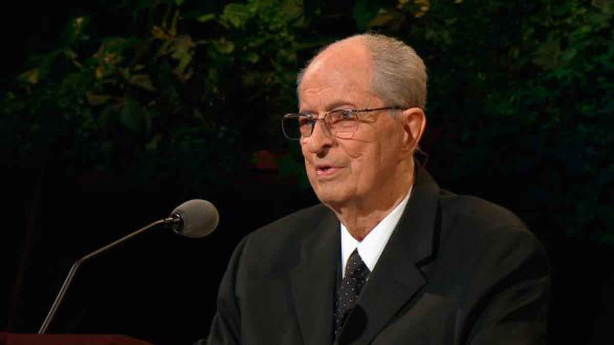 Élder Robert D. Hales