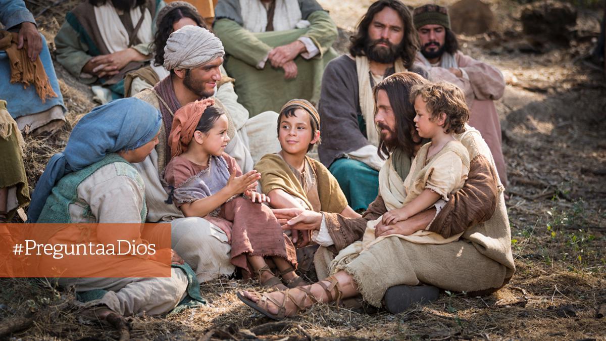 Jesís enseña a un grupo de mayores y niños