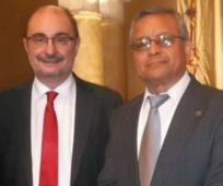 Javier Lambán, presidente del gobierno de Aragón (a la izquierda), y Sergio Flores, director del Consejo Nacional de Asuntos Públicos y Comunicación de la Iglesia en España.
