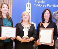 Representantes de la Asociación de Familias Numerosas de Madrid (AFNM), ganadora del Premio Valores Familiares 2016.