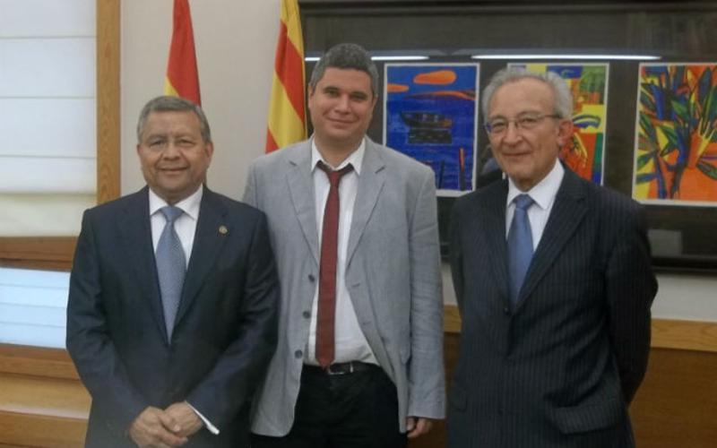 De izquierda a derecha: Sergio Flores,  director del Consejo Nacional de Asuntos Públicos y Comunicación; Julio Embid, jefe del Gabinete de Presidencia; Miguel Millán, patriarca de la Estaca Lleida.