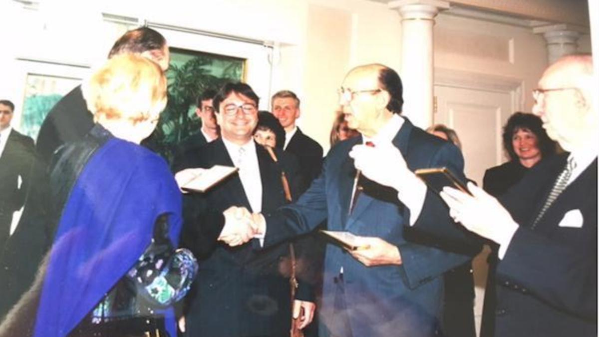José Lladró y miembros de la Iglesia en reunión con el Presidente Hinckley